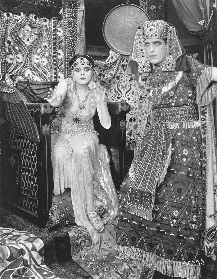 Cleopatra (1917 film) Theda Bara as Cleopatra 1917 COSTUME CLEOPATRA Pinterest
