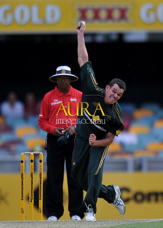 Clint McKay bowling from the Stanley Street end for Australia Aura