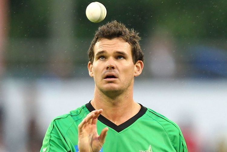 Clint McKay (Cricketer) playing cricket