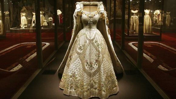 Coronation gown of Elizabeth II ROYAL COUTUREQueen Elizabeth II Coronation Gown Robe at new