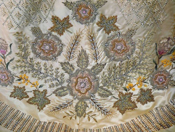 Coronation gown of Elizabeth II - Alchetron, the free social ...