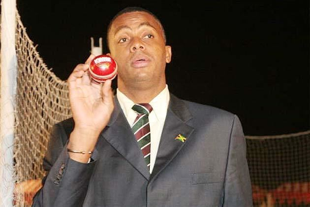 Courtney Walsh (Cricketer) playing cricket