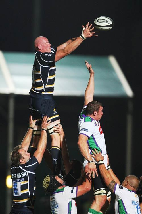 Craig Gillies Worcester39s Craig Gillies wins lineout ball Rugby Union