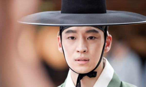 Crown Prince Sado Lee Jehoons first day on set as Crown Prince Sado Dramabeans