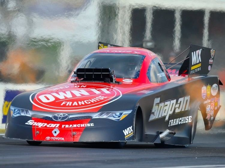 Cruz Pedregon Cruz Pedregon paces Funny Car qualifying at Commerce