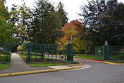 Dads' Gates httpsuploadwikimediaorgwikipediacommonsthu