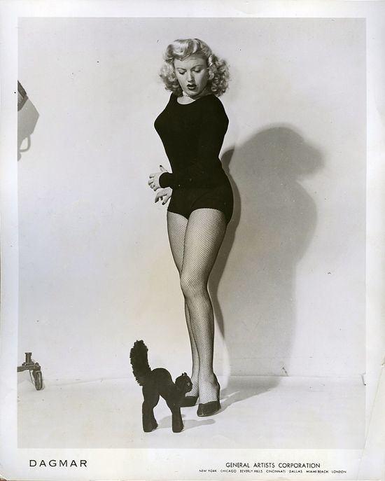 Dagmar (American actress) 50s actress amp pin up Dagmar looking scared of a Steiff cat