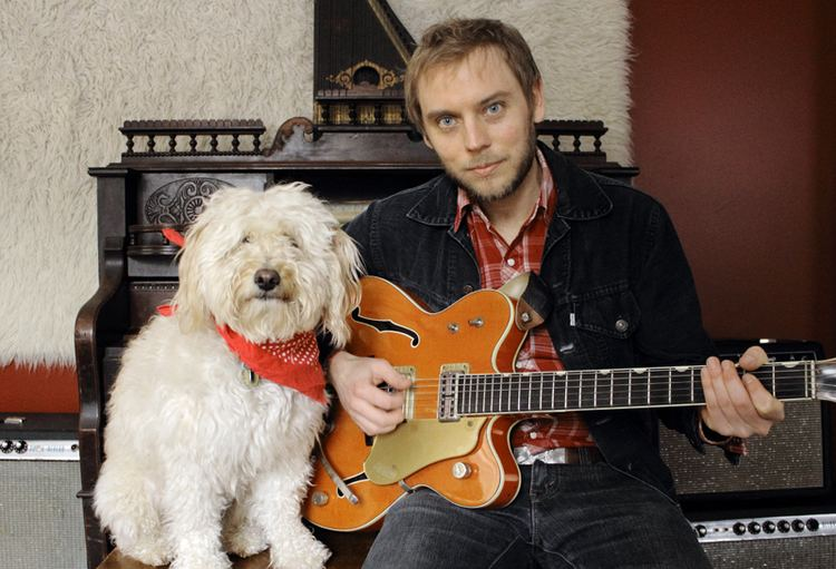 Dale Murray (musician) Dale Murray is a Canadian singersongwriter and musician He is a