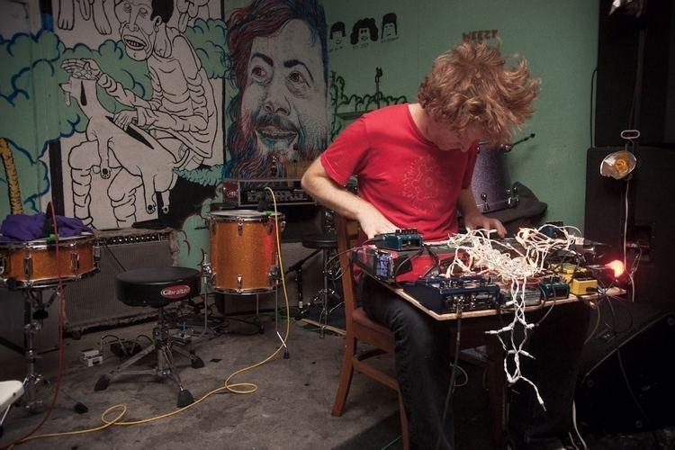 Dan Friel (musician) Dan Friel quotThumperquot Video Earbuddy
