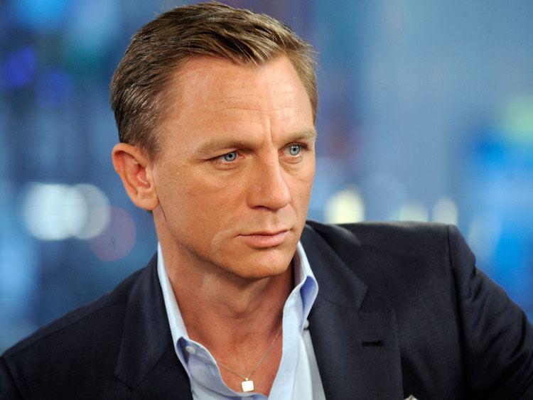 Daniel Craig danielcraigbondhaircutpicturesinCasinoroyale004jpeg