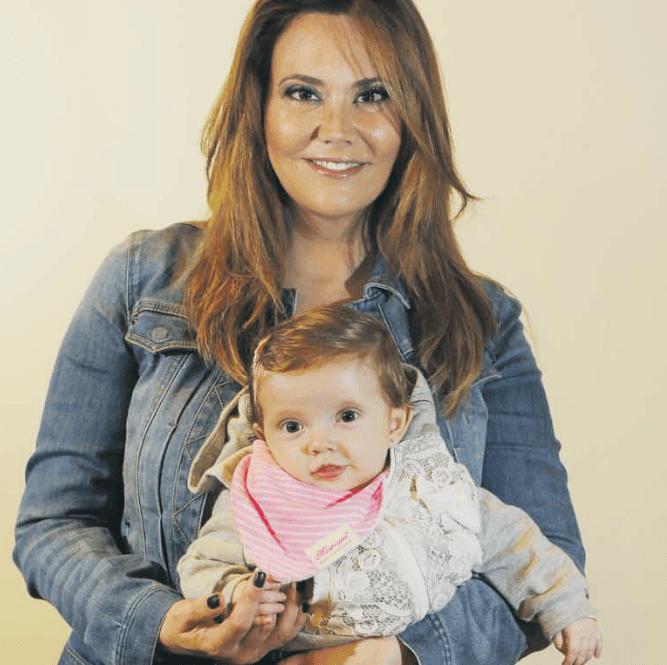 Daniella Campos Est feliz Daniella Campos mostr pblicamente a su hija por