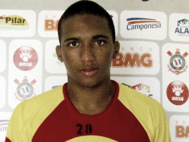 Danilo Pires Aps se destacar no Central Danilo Pires acerta com o