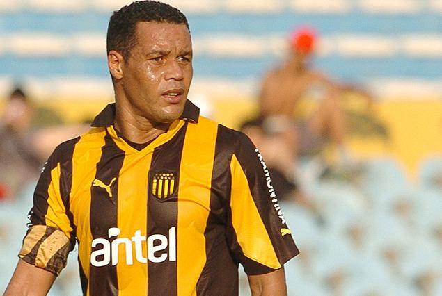 Dario Rodriguez Tenfieldcom Cerro Porteo avanza por Daro Rodrguez