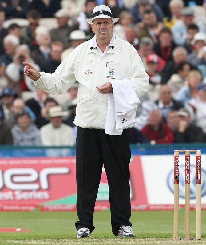Darrell Hair Timid umpires allowed chucking to flourish Rediffcom Cricket