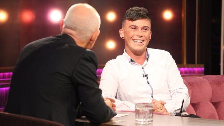 Darren Collins (athlete) Traveller Darren Collins tells Ray about his brave decision to come