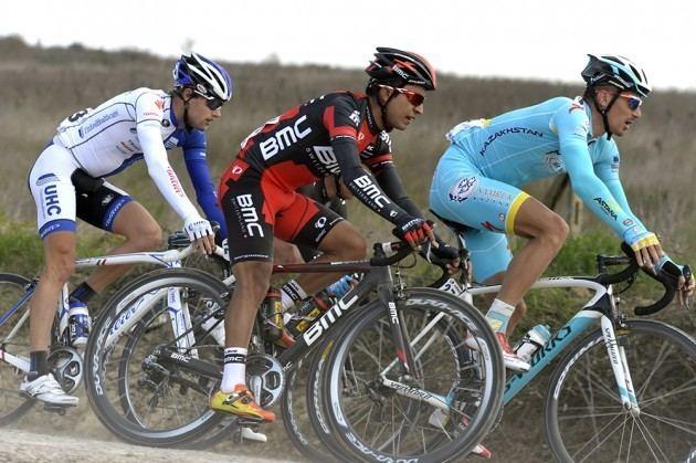Darwin Atapuma Darwin Atapuma attacked by bandits in Colombia Cycling