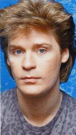 Daryl Hall Naixyy Daryl Hall Singer Daryl Hall is an American rock RB and