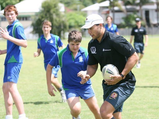 Daryl Halligan NRL legend teaches Rocky region kids how to kick a goal