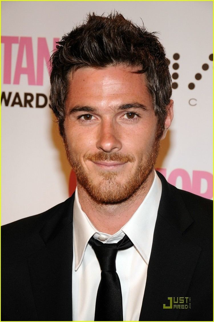 Dave Annable Full Sized Photo of dave annable mismatching hair 05