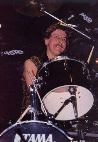 Dave Holland (drummer) Dave Holland D The Concert Database