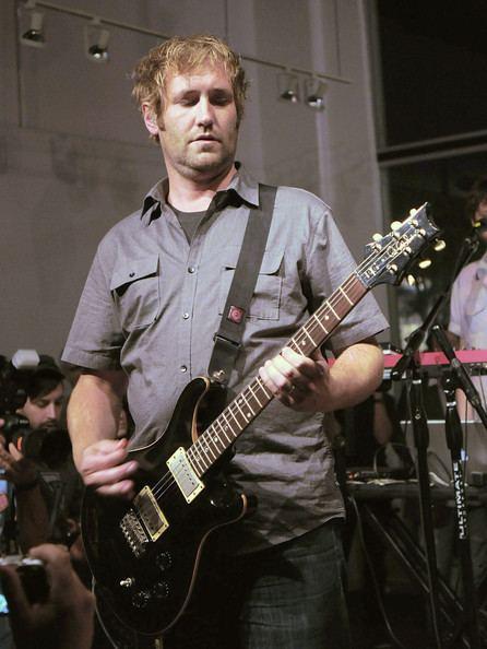 Dave Knudson (guitarist) www1pictureszimbiocomgiDaveKnudsonMinusBea