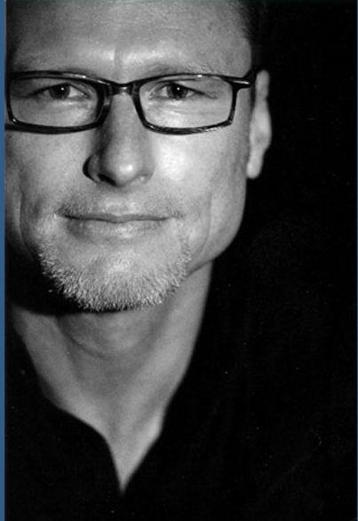 David Francis (author) wwwstraydogwintercomportraitrightjpg
