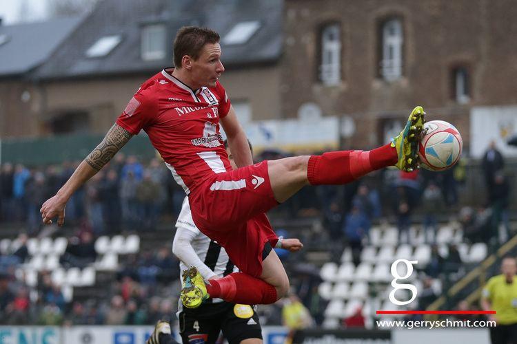 David Vandenbroeck David Vandenbroeck FC D03 tries to score against Jeunesse Esch