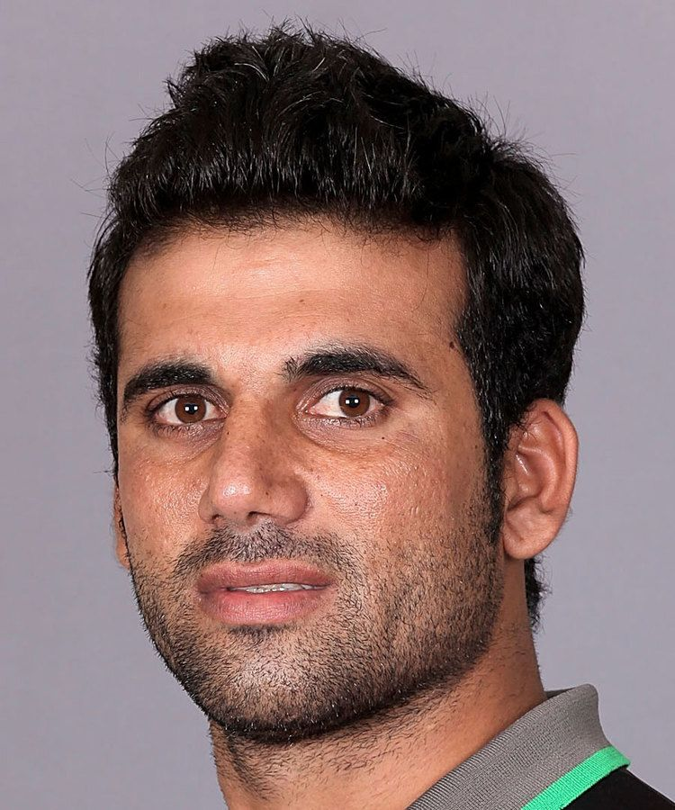 Dawlat Zadran (Cricketer) playing cricket