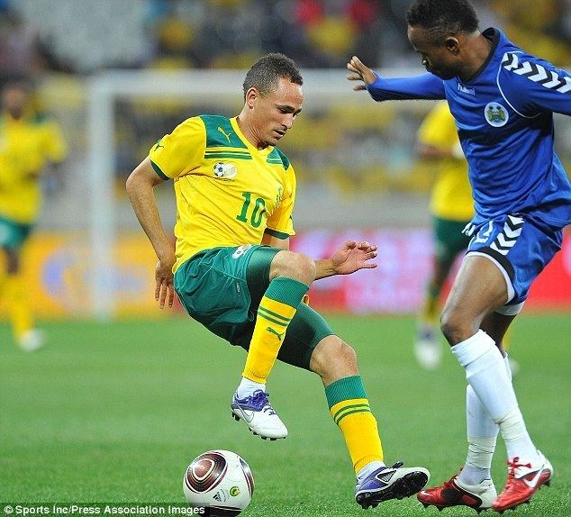 Daylon Claasen Hull hand a trial to South Africa midfielder Daylon