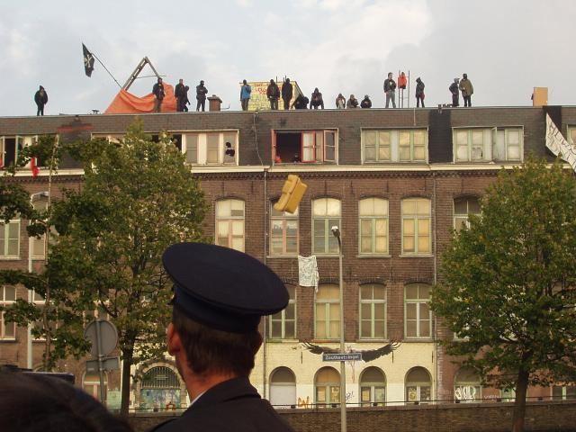 De Blauwe Aanslag Indymedia NL Nederland Gemeente Den Haag ontruimt Blauwe Aanslag