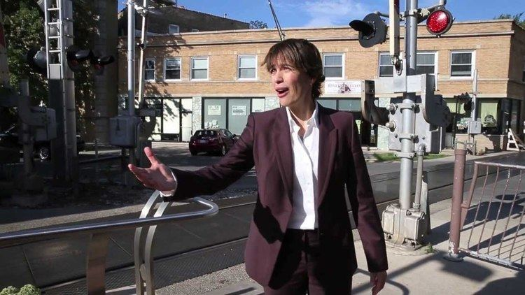Deb Mell New Ald Deb Mell greets evening commuters YouTube