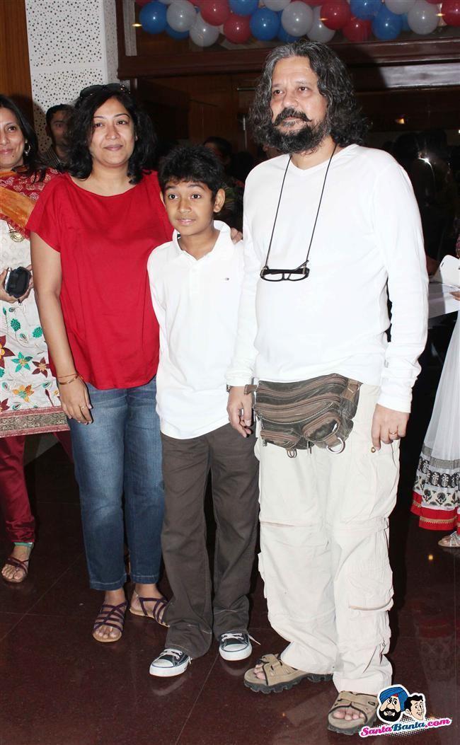 Deepa Bhatia Amole GuptePartho Gupte and Deepa Bhatia celebrates