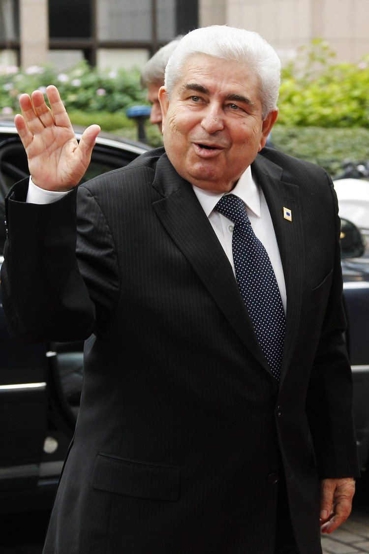 Demetris Christofias Christofias to ask Hollande for a troika return Neos Kosmos