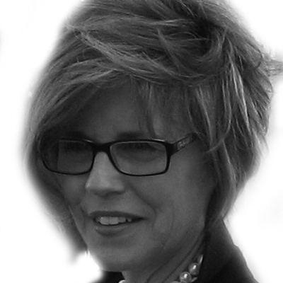 Denise Brunkus headshotjpg