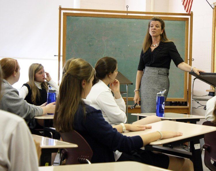 Denise Coyle Former Assemblywoman Denise Coyle visits Oak Knoll School in Summit
