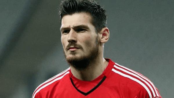 Denys Boyko Beikta announce negotiations with Malaga over Denys Boyko