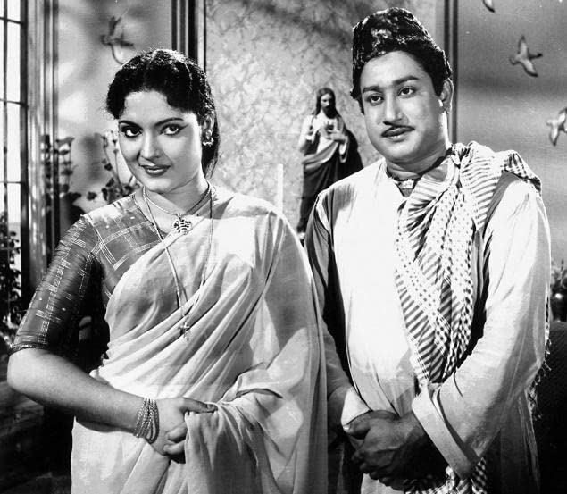 Devika smiling and beside her is Shivaji Ganesan in a 1961 film, Pavamanippu