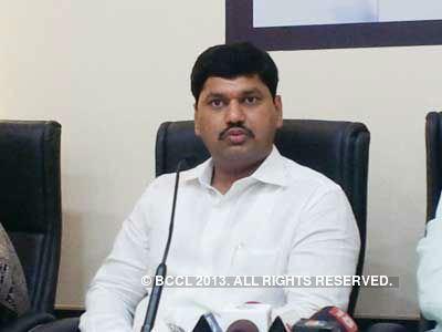 Dhananjay Munde Gopinath Munde faces new challenge as nephew Dhananjay