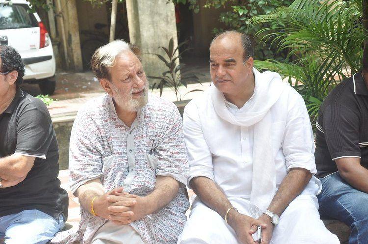 Dharmesh Tiwari Actor director Dharmesh Tiwari passes away at 63 Bollywood Garam
