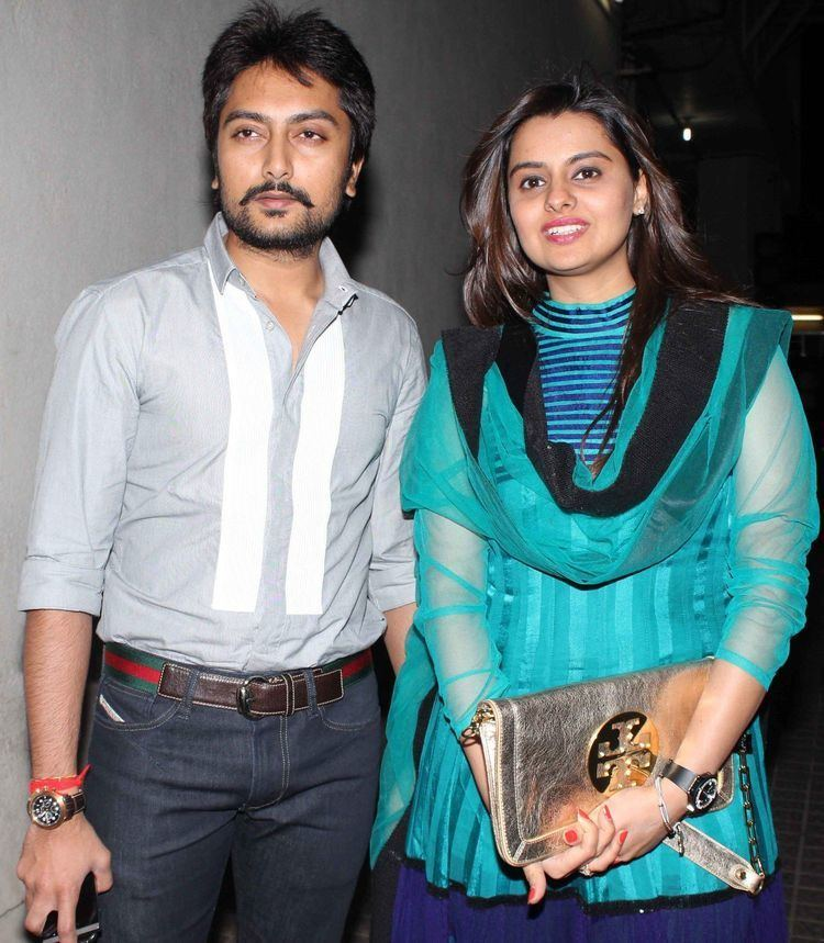 Dheeraj Deshmukh Riteish Deshmukh family pics with wife Genelia D39Souza