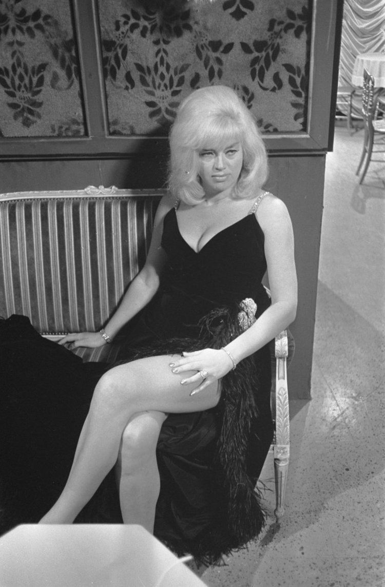 Diana Dors Diana Dors Wikipedia the free encyclopedia