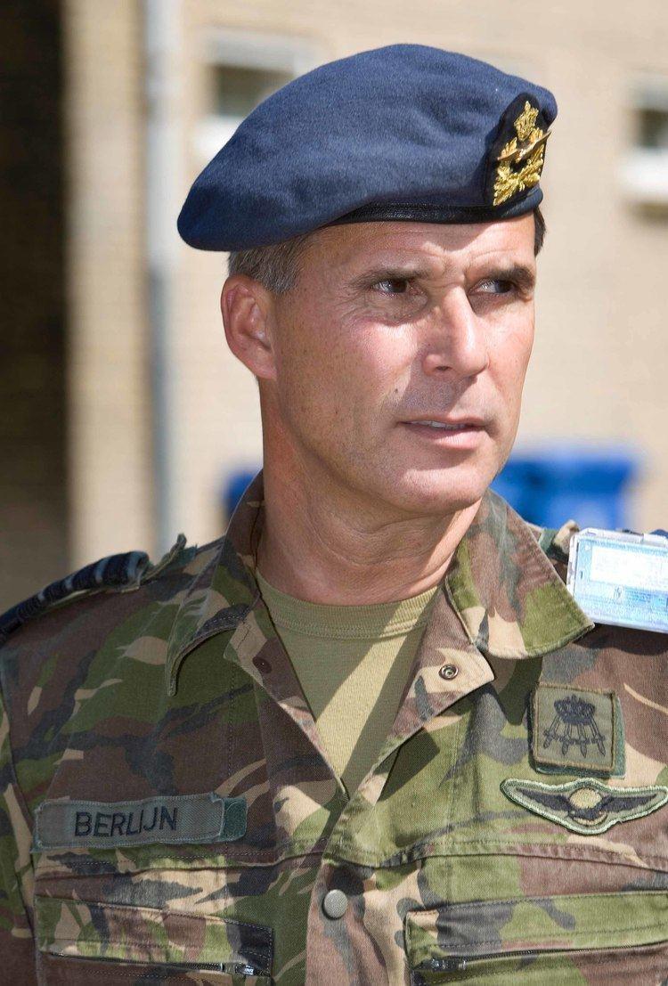 Dick Berlijn Commandant der Strijdkrachten ontvangt MRbZ