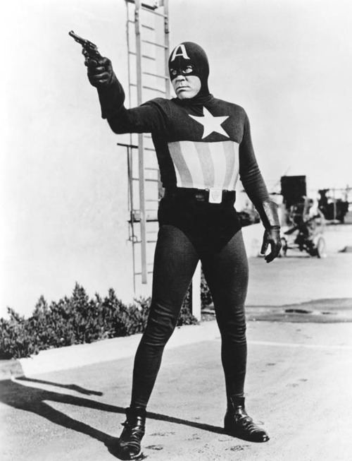 Dick Purcell gunsandposes Dick Purcell as Captain America in a promo pic for the
