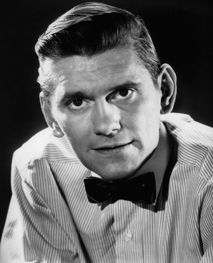 Dick York Dick York played Darrin Stephens on Bewitched the mortal husband
