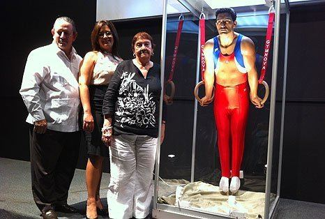 Diego Lizardi Develan estatua de Diego Lizardi en el Museo del Deporte