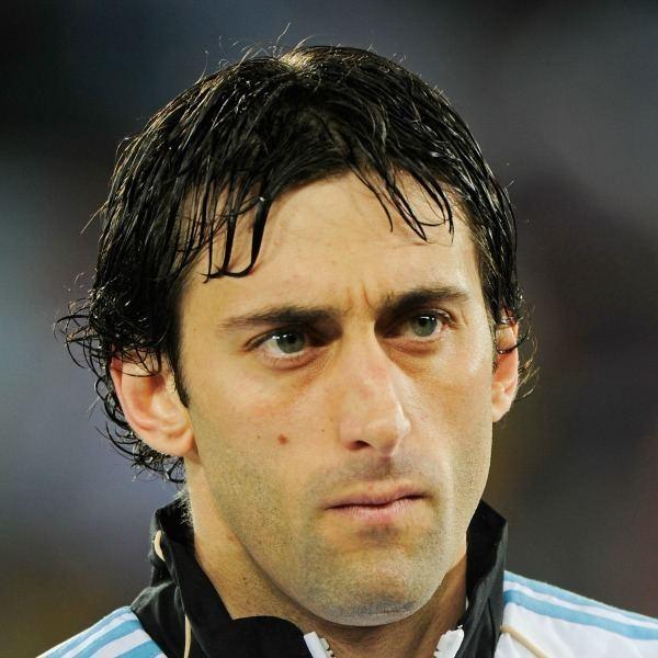 Diego Milito Diego Milito39s brace takes Racing Club on brink of