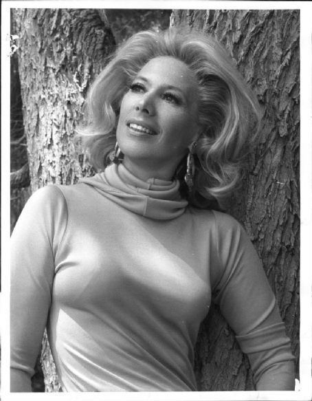 Dinah Shore The beautiful and talented Dinah Shore Timeless Beauty