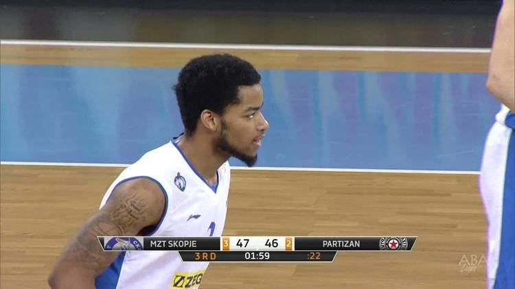 Dion Dixon Dion Dixon makes crowd go wild with 180 spin dunk MZT