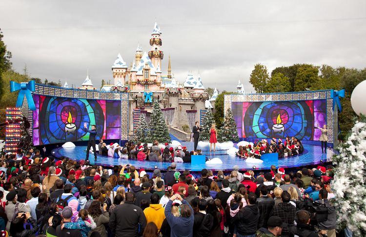 disney parks christmas day parade disneyland and disney world at christmas good day sacramento - Disney Christmas Day Parade