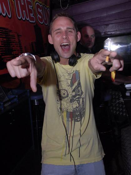 DJ Sharkey wwwfantaziaorgukDJsDJpicsprofile203jpg